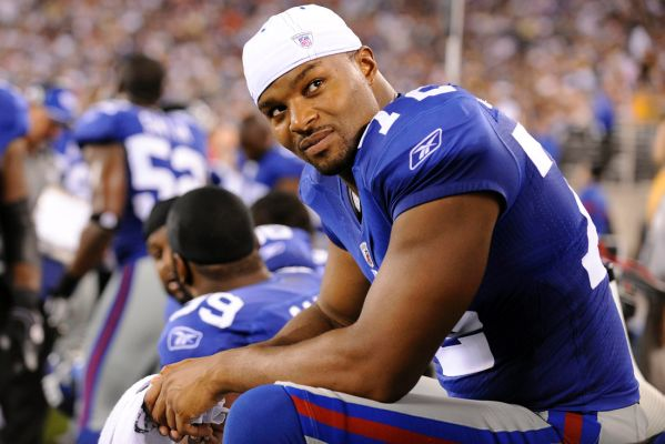 Umenyiora Pays A Visit To The Falcons